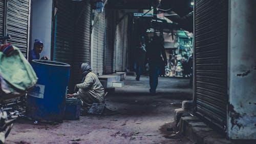 Immagine gratuita di camminando, chiuso, lavoratore, lavoro