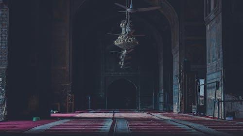 Immagine gratuita di lampadari a bracci, moschea, preghiera, rosso