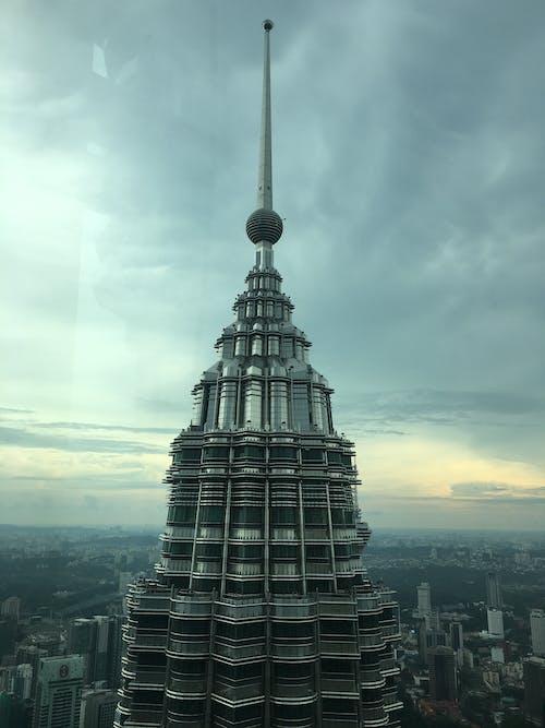 Immagine gratuita di alto, architettura, cielo, città