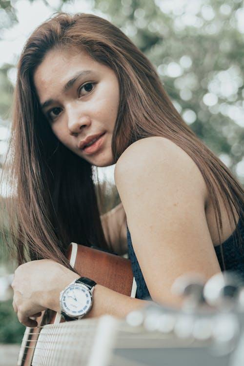 亞洲女人, 亞洲女性, 吉他 的 免费素材图片
