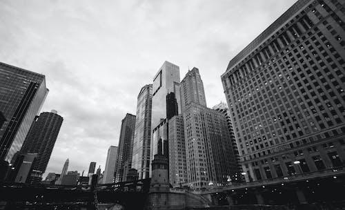 Základová fotografie zdarma na téma architektura, budovy, centrum města, černobílý