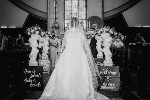 Kostenloses Stock Foto zu braut, bräutigam, darstellerin
