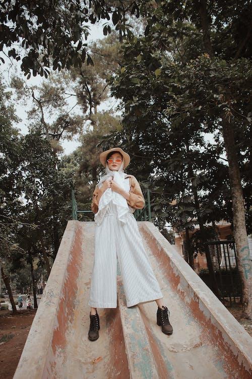 Immagine gratuita di abito, adulto, albero