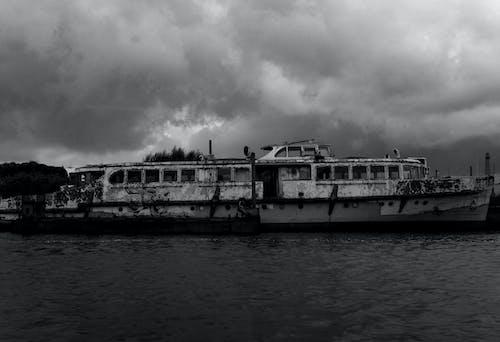 Darmowe zdjęcie z galerii z czarno-biały, statek widmo, wrak