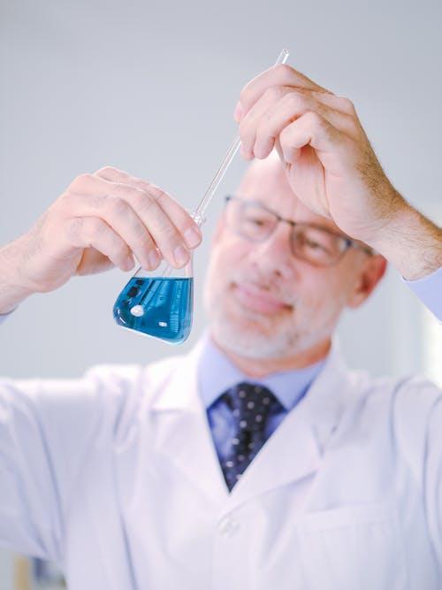 Безкоштовне стокове фото на тему «аналіз, білий халат, біологія»