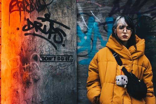 Fotobanka sbezplatnými fotkami na tému cestovať, drevená stena, exteriéry, graffiti