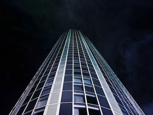 Darmowe zdjęcie z galerii z architektura, biura, budynek, chmury
