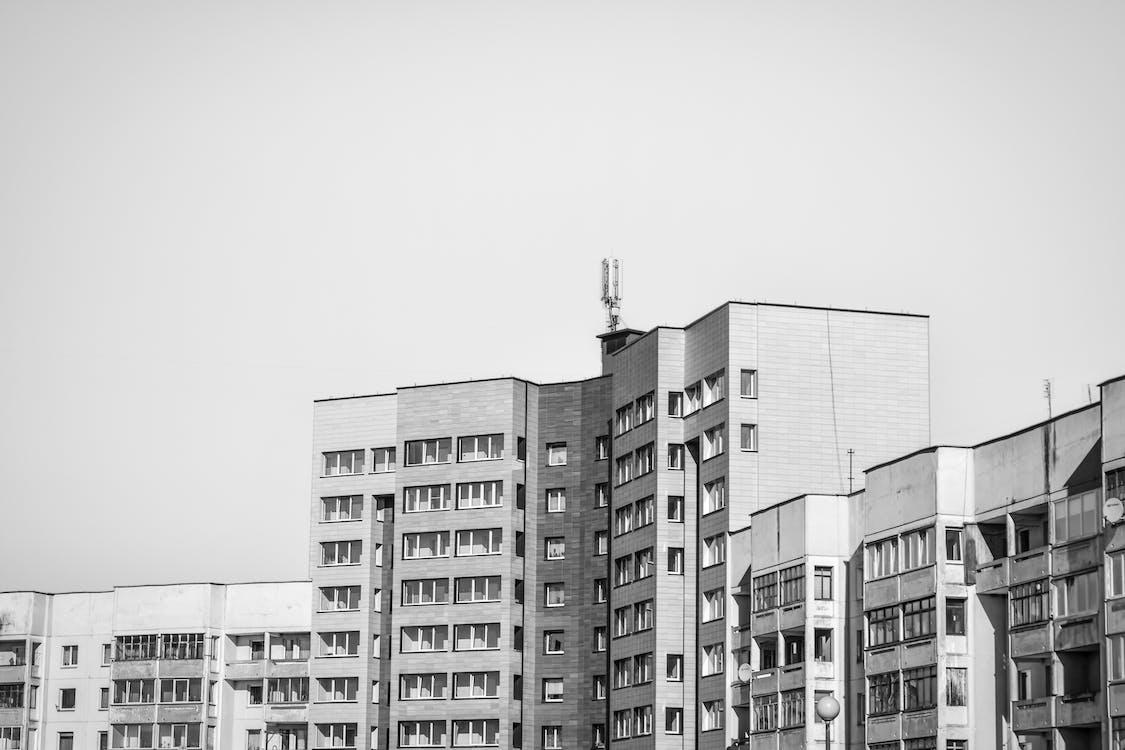 apartamentowiec, architektura, czarno-biały