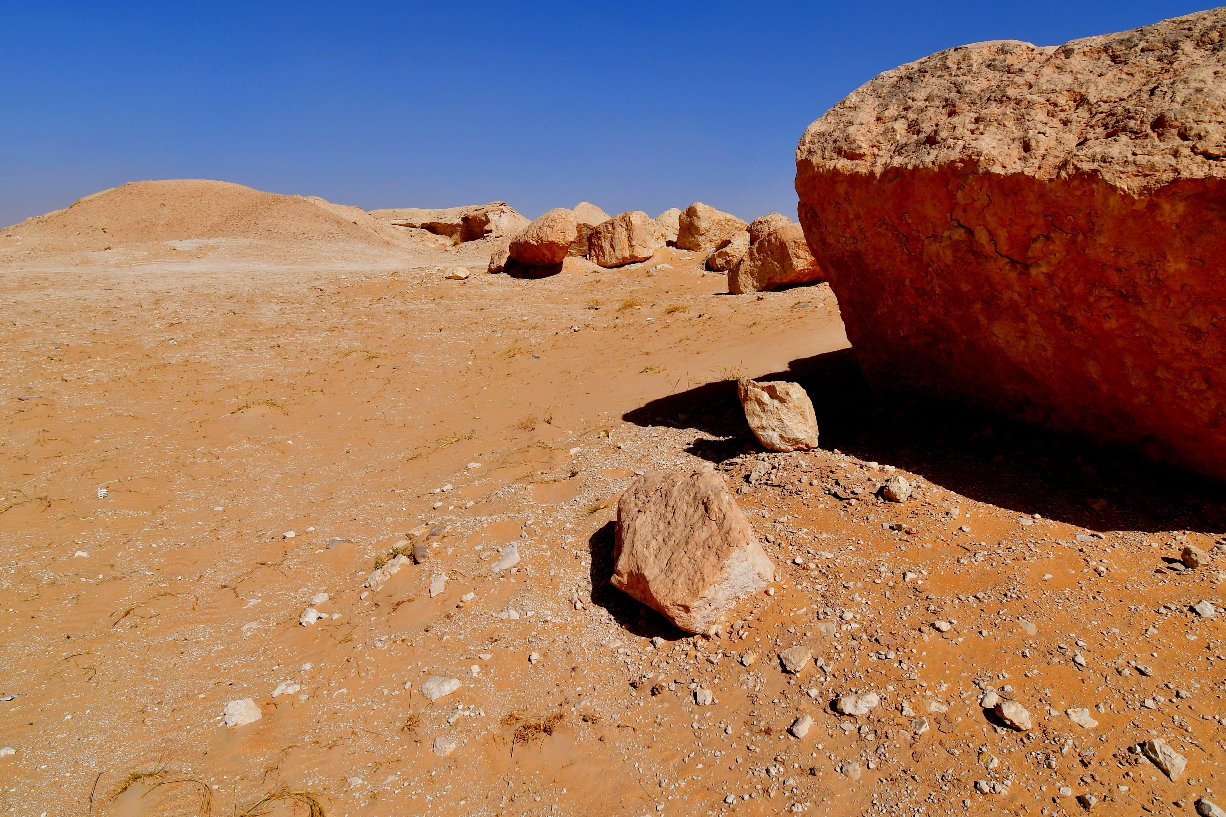 çöl, kayalık, kayalık Dağ içeren Ücretsiz stok fotoğraf