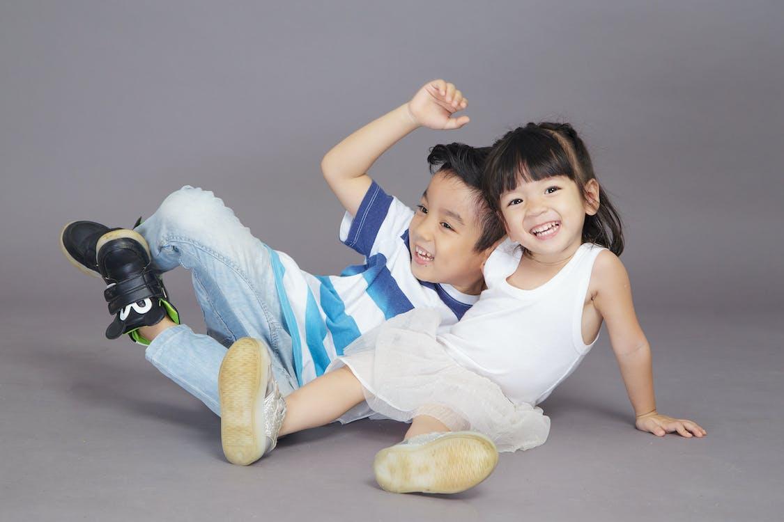 소년과 소녀 사진 촬영