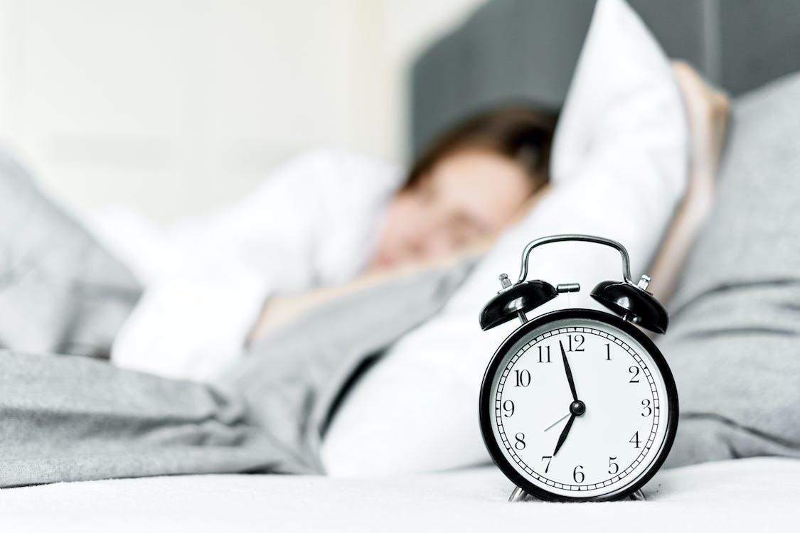 Безкоштовне стокове фото на тему «аналоговий, будильник, всередині»