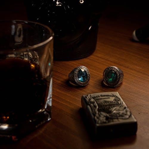 Gratis lagerfoto af alkoholisk drikkevare, glas, guldringe