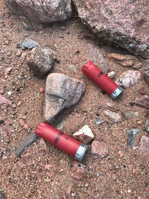 Foto d'estoc gratuïta de caçant, creekbed, escopeta, escopeta petxines