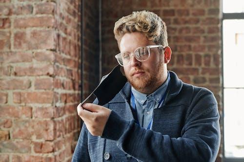 Kostenloses Stock Foto zu brille, coronavirus, kaukasischer mann