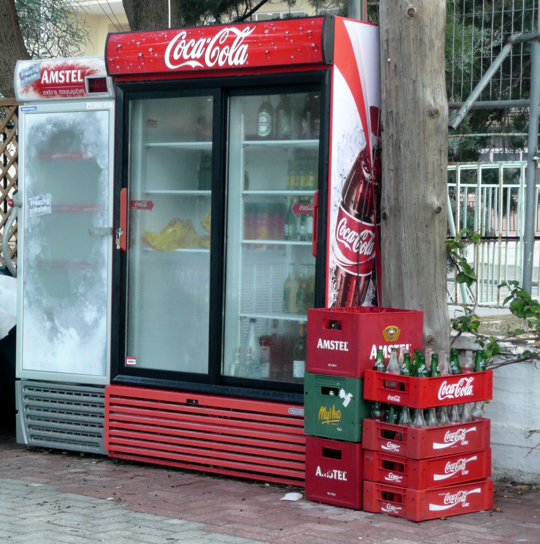 Kostenloses Foto zum Thema: coca cola, kisten, kühlschrank