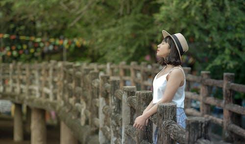 Základová fotografie zdarma na téma denní, holka, klobouk, mladý