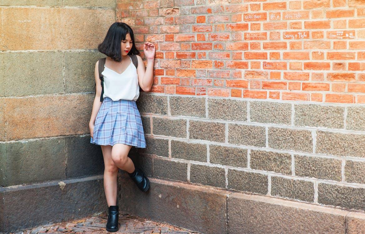 cegły, dzień, dziewczyna