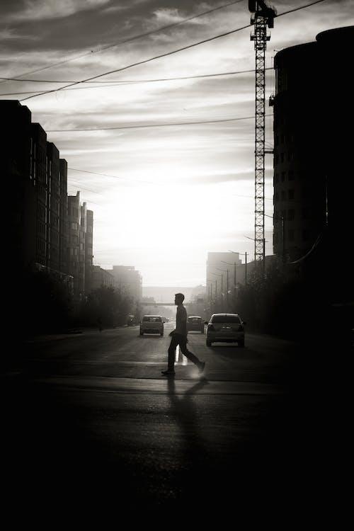 人, 人行道, 單色 的 免费素材图片