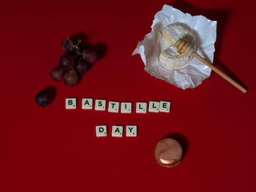Безкоштовне стокове фото на тему «день взяття бастилії, листи плитки, червоний фон»