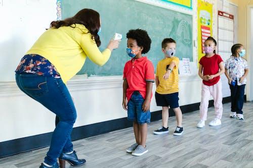Ingyenes stockfotó általános iskola, aranyos, arcmaszkok témában