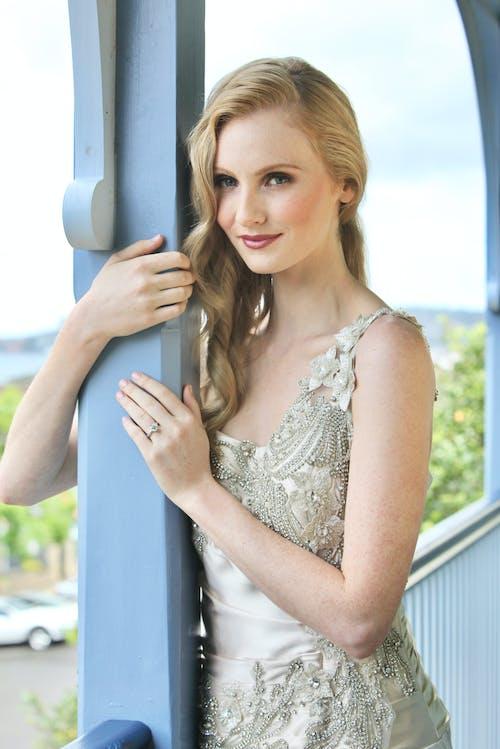 Základová fotografie zdarma na téma 2ct diamantový prsten, blond vlasy, blondýna