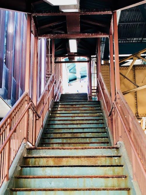 Gratis lagerfoto af tog, trappe, trin, Urban
