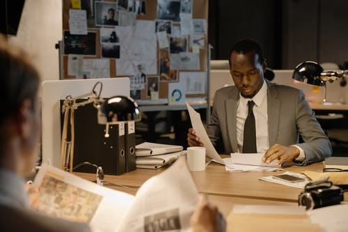 Gratis arkivbilde med arbeide, arbeidsområde, bordlampe