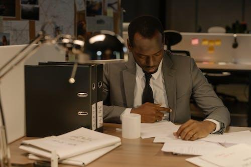 Gratis arkivbilde med arbeide, arbeidsområde, detektiv