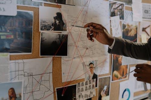 analiz, dedektif, el içeren Ücretsiz stok fotoğraf