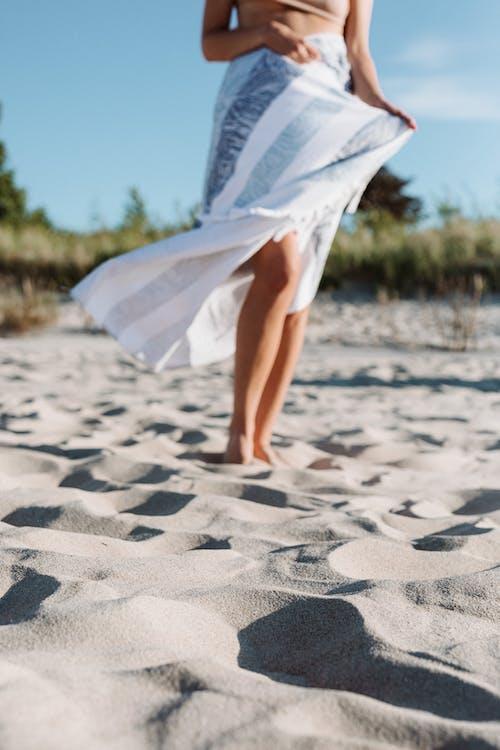 タオル, ビーチ, 垂直ショットの無料の写真素材