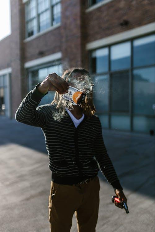 açık hava, adam, aksiyon içeren Ücretsiz stok fotoğraf