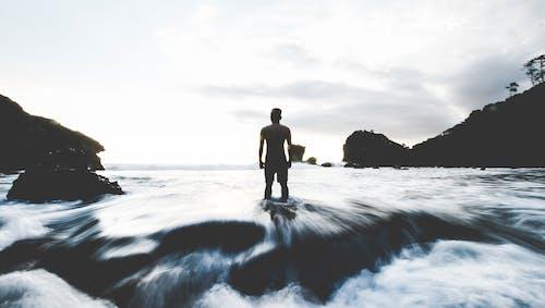 경치, 바다, 사람, 서 있는의 무료 스톡 사진