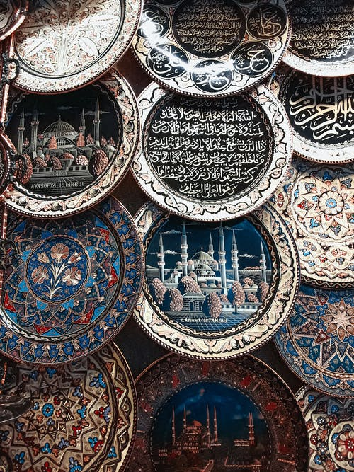Plates with Writings and Art Paintings