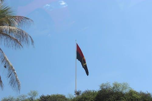 Kostenloses Stock Foto zu angola, bandeira, ein alter bandeira in luanda