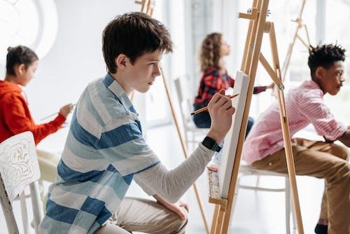 Foto profissional grátis de adolescente, alunos, aprendizes