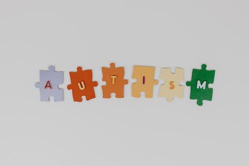 Photos gratuites de arrière-plan blanc, autisme, flatlay