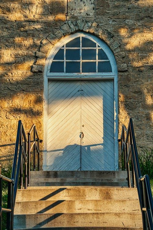 Ilmainen kuvapankkikuva tunnisteilla arkkitehtuuri, askel, ikkuna