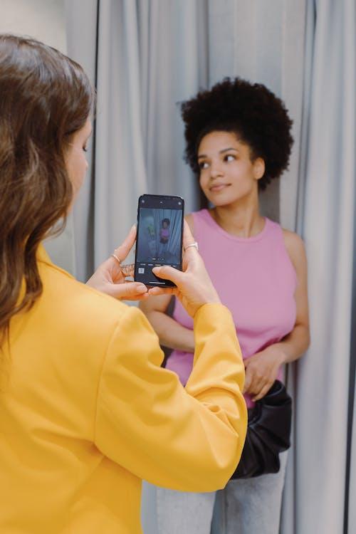 Kostenloses Stock Foto zu drinnen, einkaufen, erwachsener