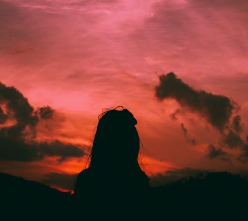 akşam karanlığı, arkadan aydınlatılmış, bulutlar, doğa içeren Ücretsiz stok fotoğraf