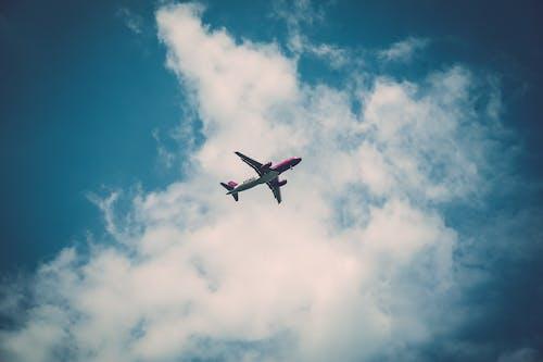 Foto d'estoc gratuïta de aviació, avió, cel, núvols