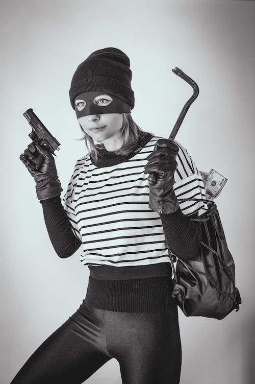Immagine gratuita di adulto, arma, donna