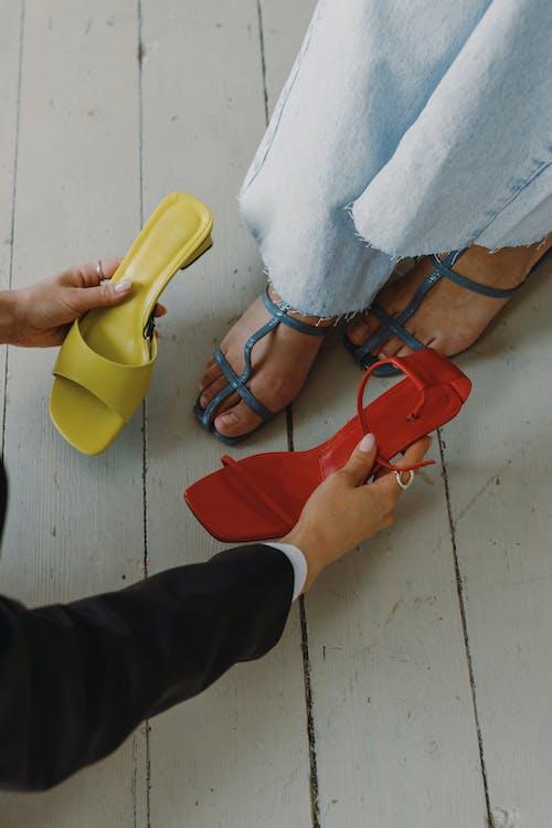 Fotos de stock gratuitas de adecuado, calzado, estilista