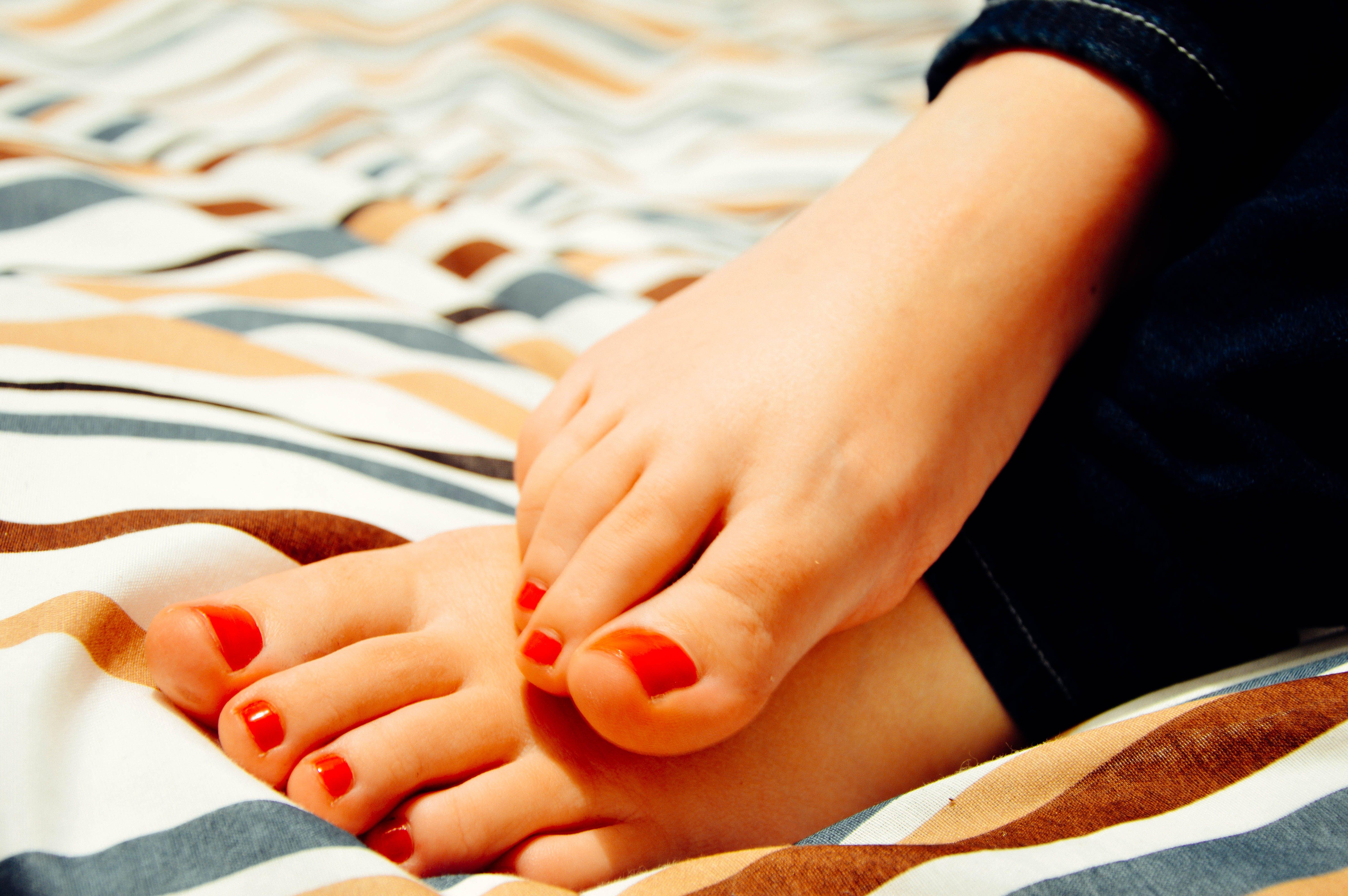 Free stock photo of barefoot, close-up, feet, nail polish