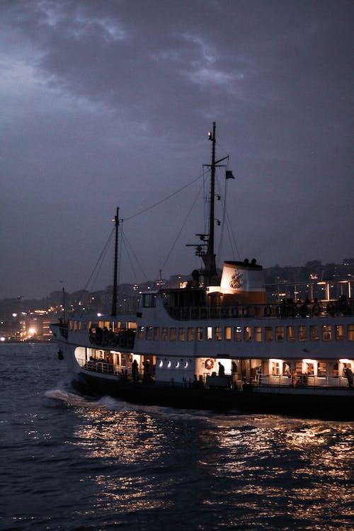 Foto stok gratis di atas laut, fotograf, gemi