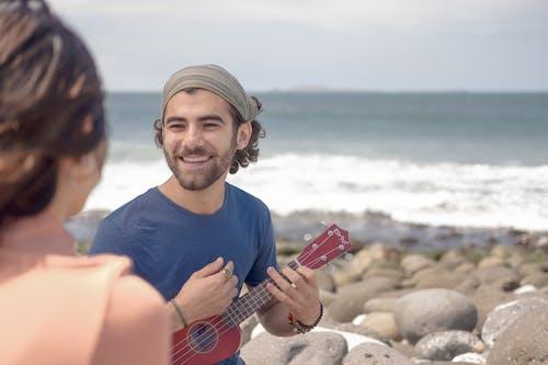 Ingyenes stockfotó Férfi, hangszer, strand témában