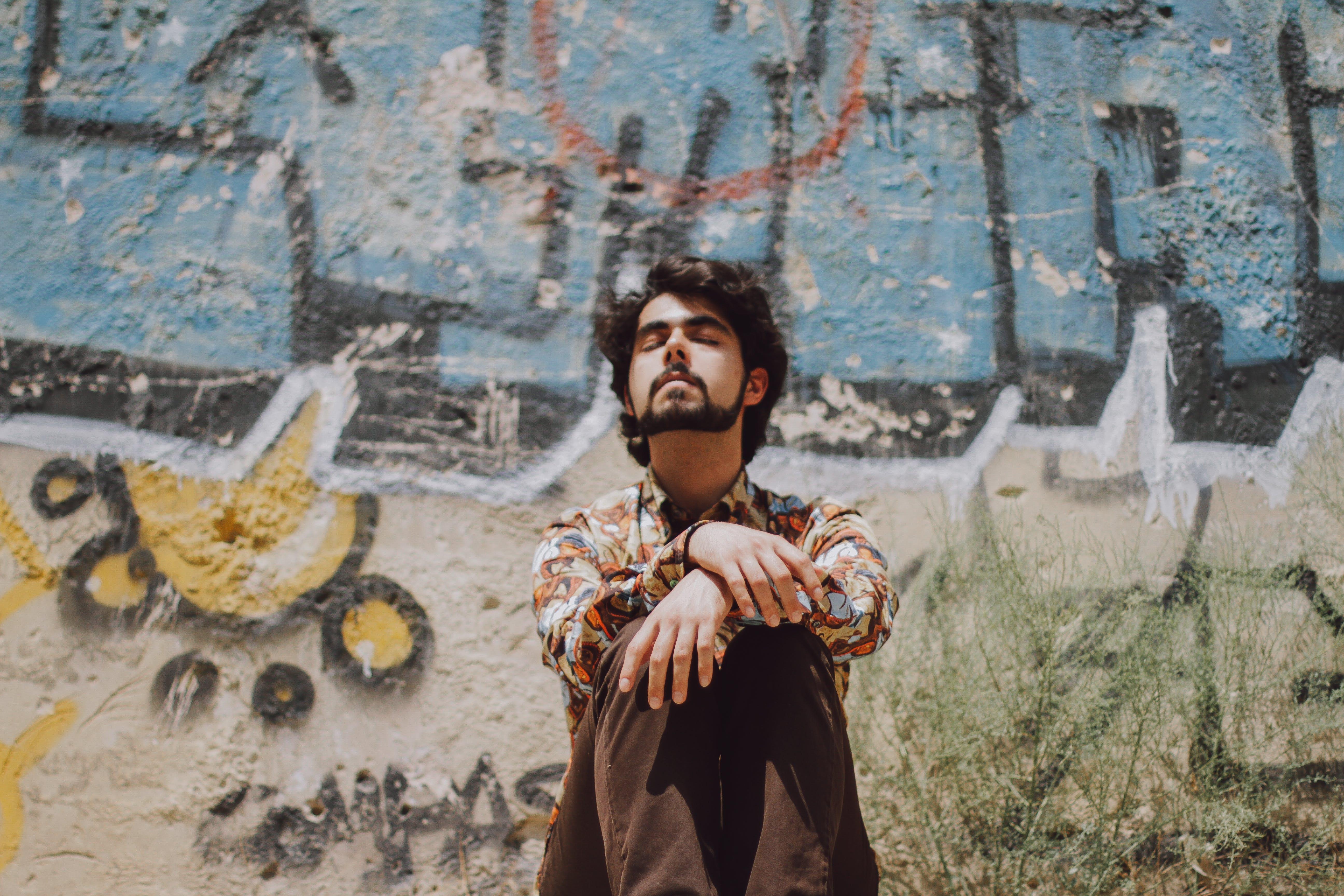 Základová fotografie zdarma na téma graffiti, hnědá, muž, profil