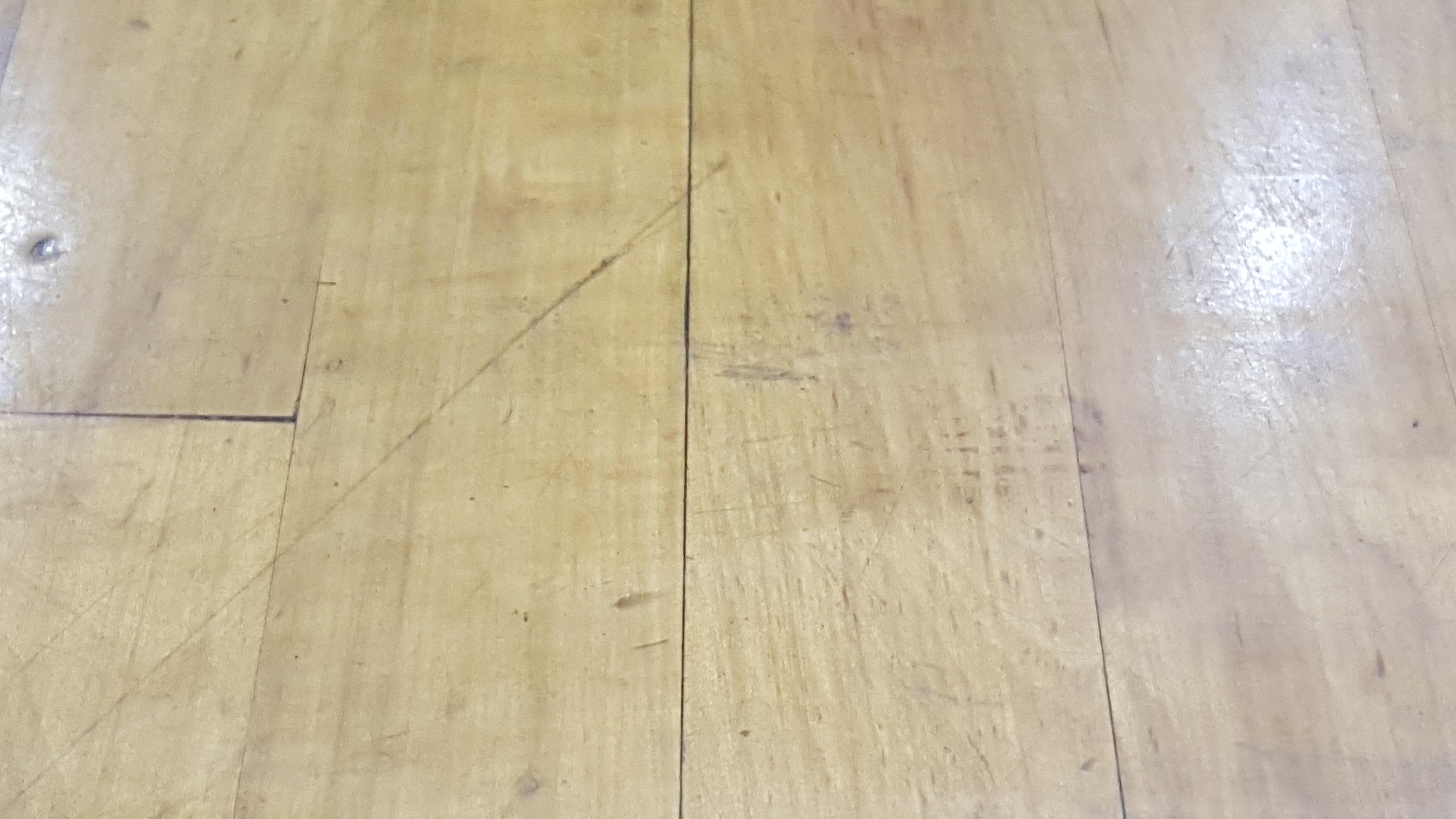 Gratis stockfoto van basketbalveld gedeukte vloer houten vloer.