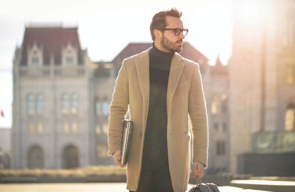 Man wearing brown coat. | Photo: Pexels