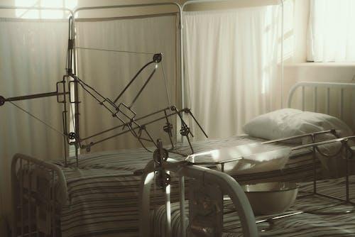 Photos gratuites de à l'intérieur, des lits, équipement médical