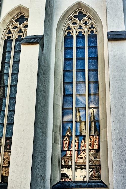 Kostenloses Stock Foto zu altstadt, blau, bogenfenster
